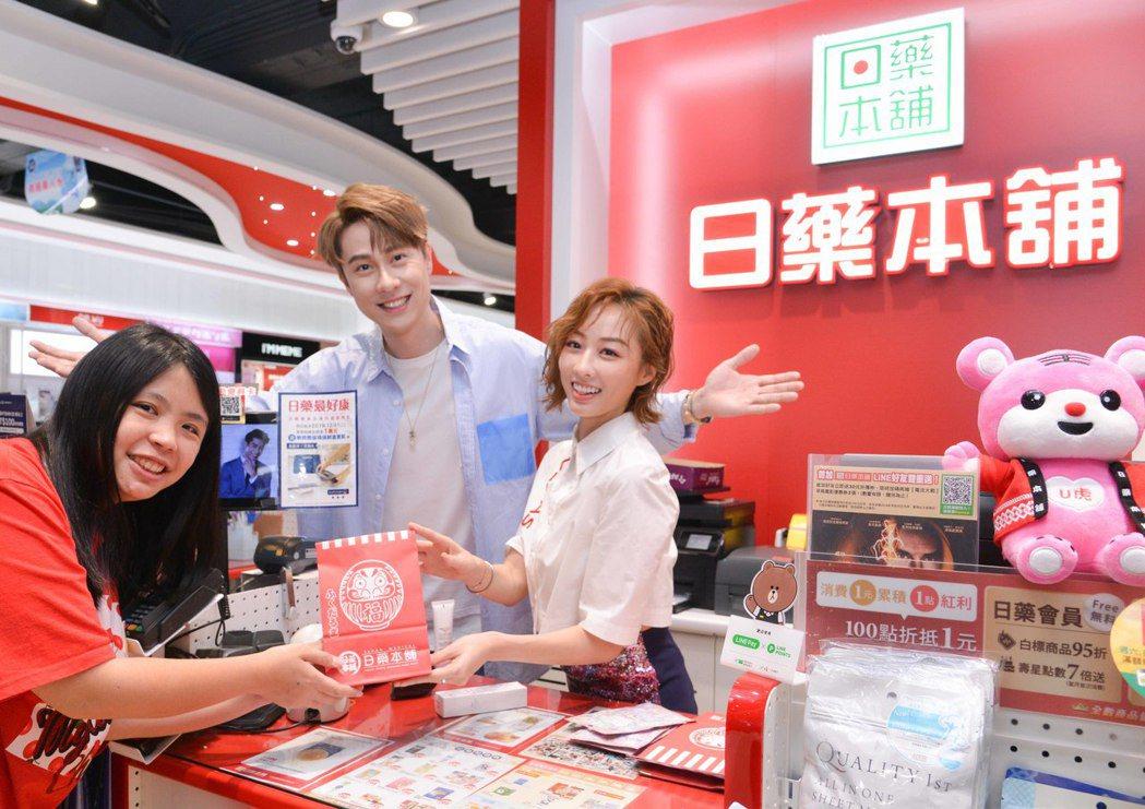 夏語心(右)、劉書宏出席一日店長活動,暢談保養秘訣。圖/東森提供