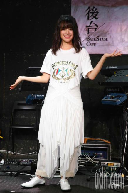 郭修彧晚間在台北舉辦音樂會,會前記者會她演唱最新歌曲「盲點」暖身。記者葉信菉/攝...