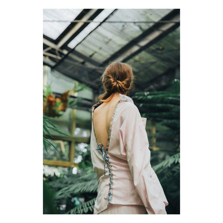 變化更多的襯衫剪裁,遊走於俐落和性感之間。圖/Daniel Wong提供