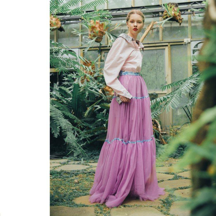 寬鬆襯衫、印花壓條蛋糕裙是品牌主要造型。圖/Daniel Wong提供
