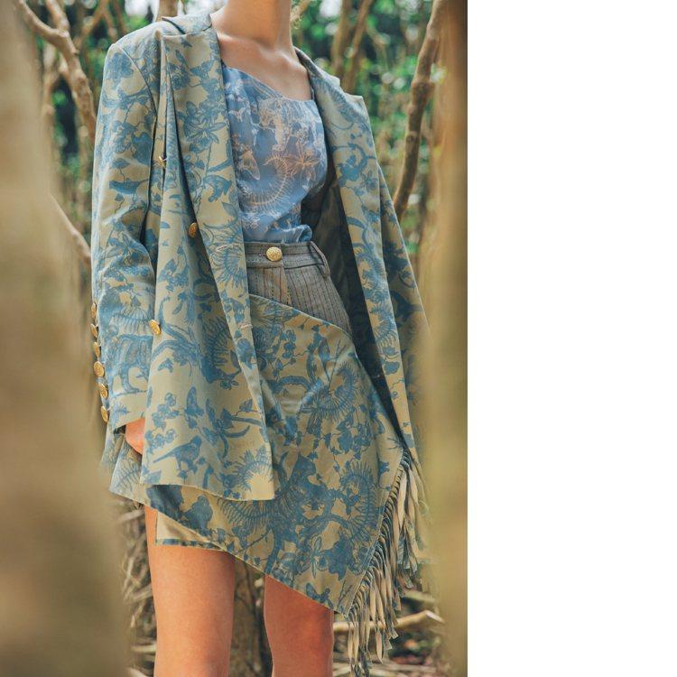 限量女紳訂製參考款式中的前雙開衩西裝外套22,800元、流蘇飾片短褲15,800...