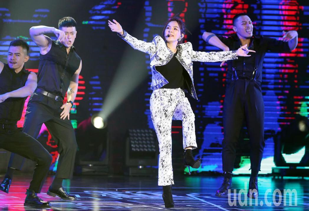 Ella陳嘉樺今晚在PChome狂禮88嘉年華演唱會中開唱。記者徐兆玄/攝影