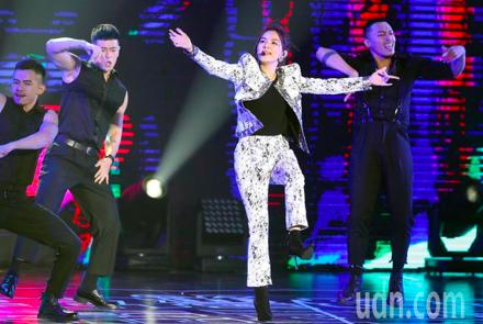 Ella陳嘉樺今晚在網購平台演唱會中開唱。記者徐兆玄/攝影