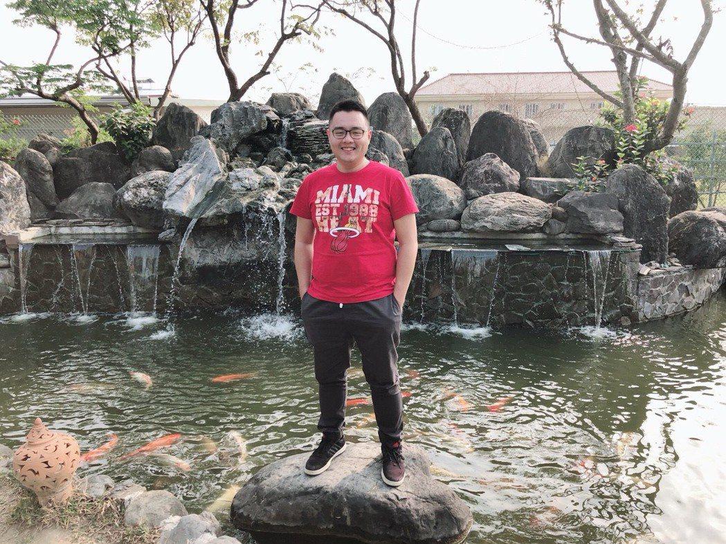 原本在飯店業工作的姜昊,有感於加薪幅度有限,轉行考監所管理員,花半年時間就上榜。...