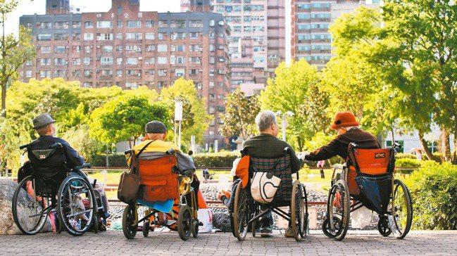 以房養老是面對高齡化社會中,一個重要的金融工具 本報資料照片