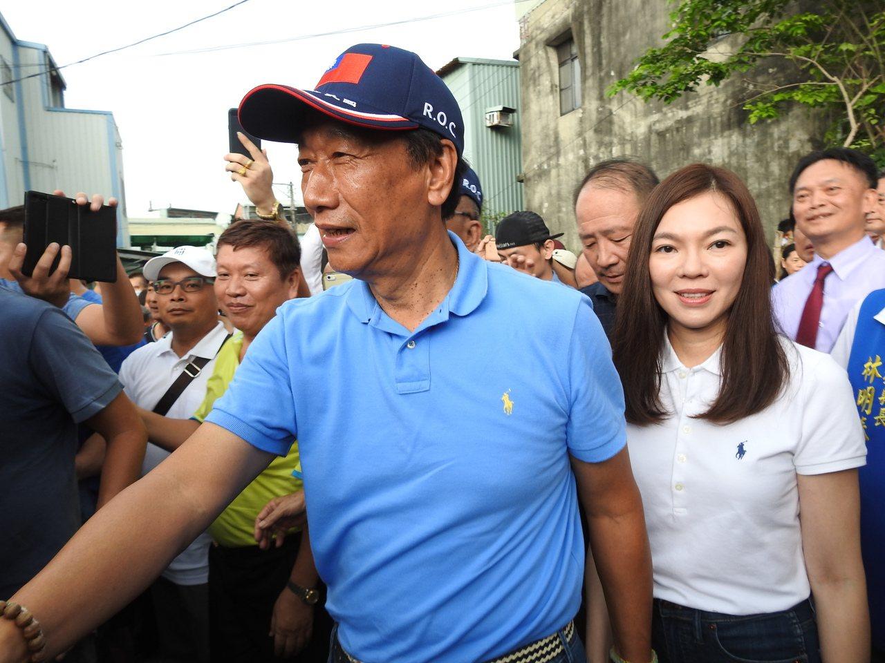 海創辦人郭台銘傳出已與台北市長柯文哲會面,並決定將以無黨籍參選總統,郭台銘辦公室...