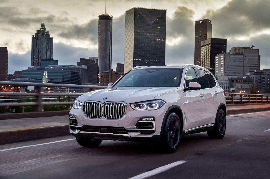 全新BMW X5 xDrive25d建議售價289萬起。(圖為選配雷射頭燈) 圖...