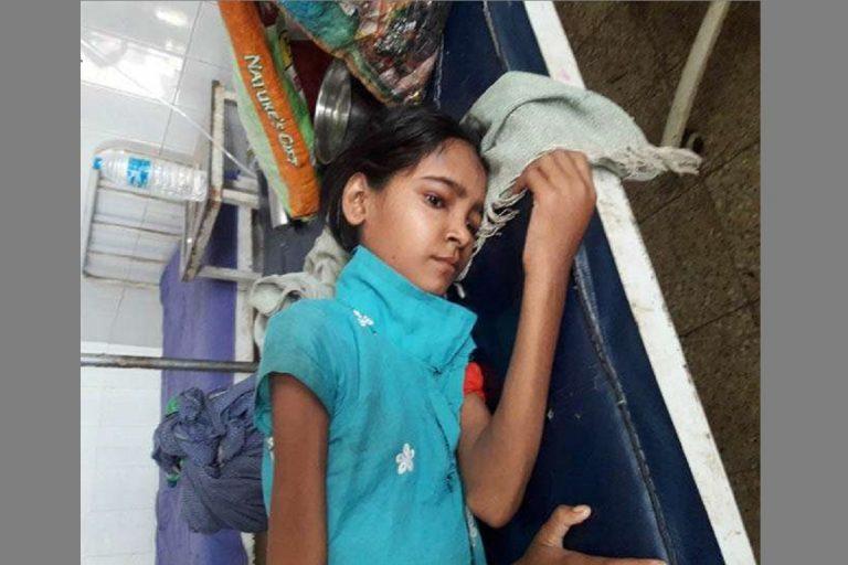 16歲的印度女孩庫瑪莉(Kanchan Kumari)需要換腎。圖取自The S...
