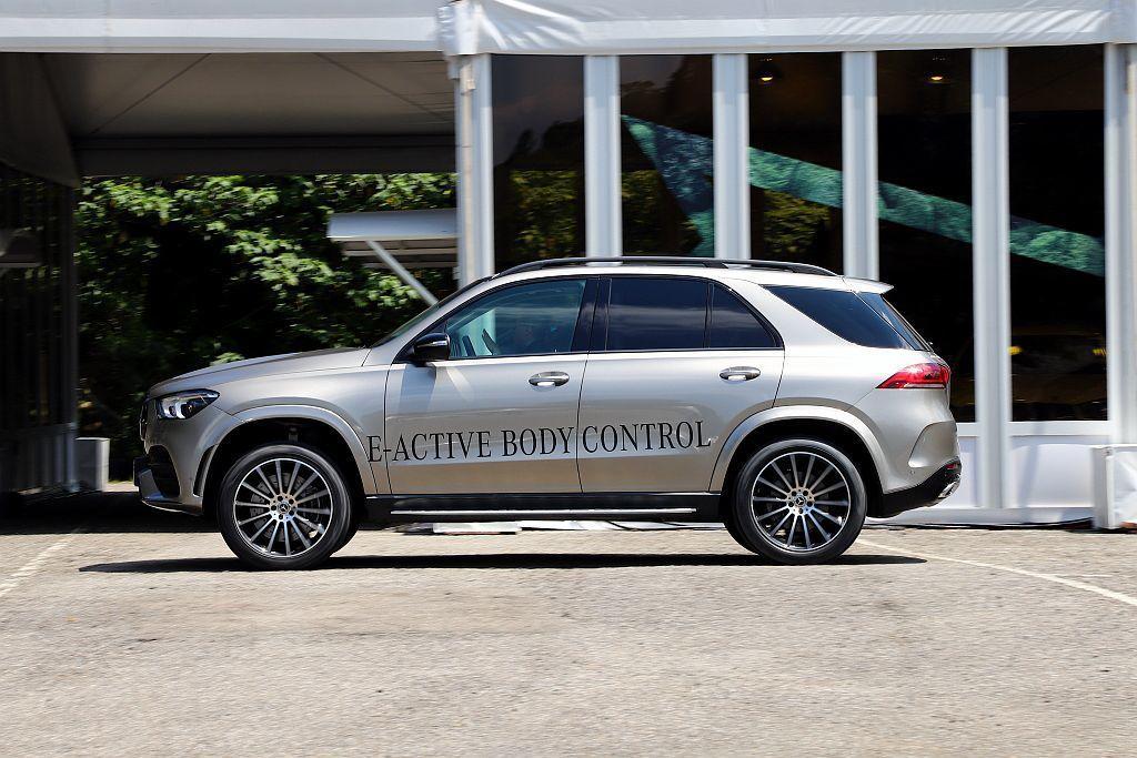 透過不同路況實際體驗,新車業務更能說明買家選配氣壓或E-Active Body ...