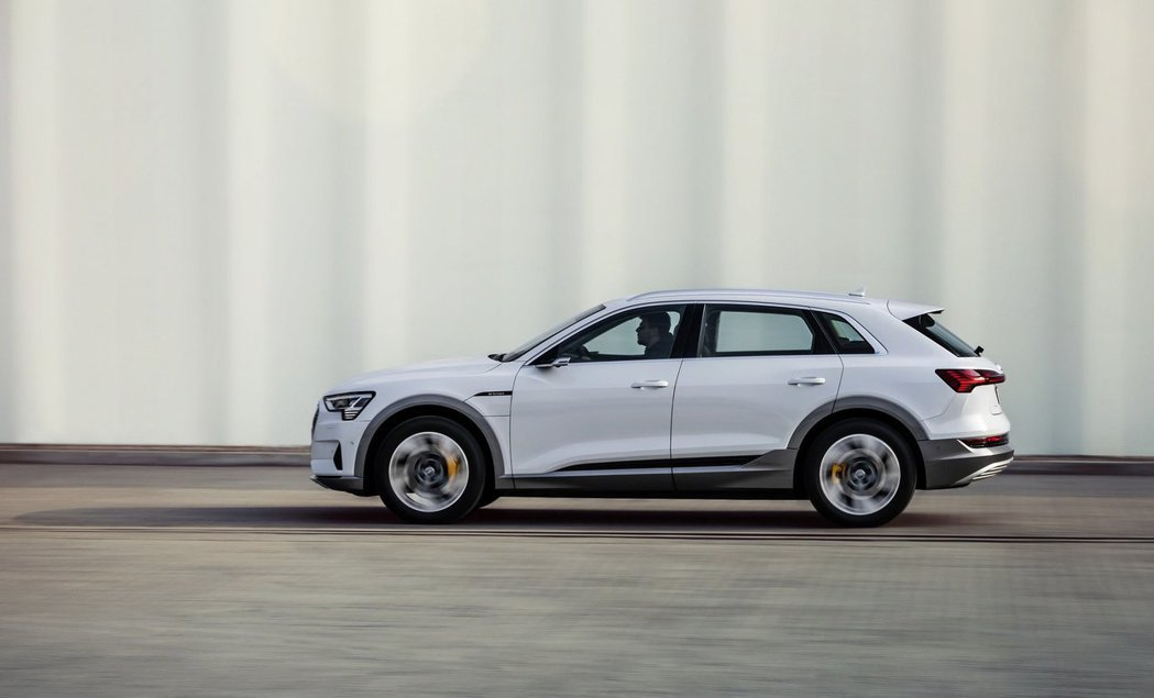 入門款Audi e-tron 50 quattro預計明年初才會上市。 摘自Au...