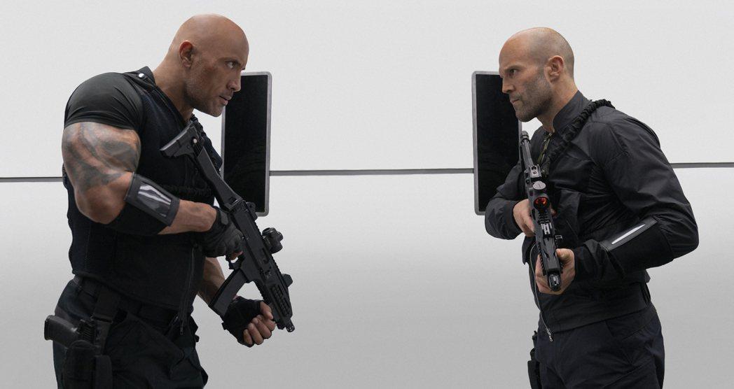 「玩命關頭9:特別行動」2日上映,由巨石強森(左)和傑森史塔森(右)聯手出擊。 ...