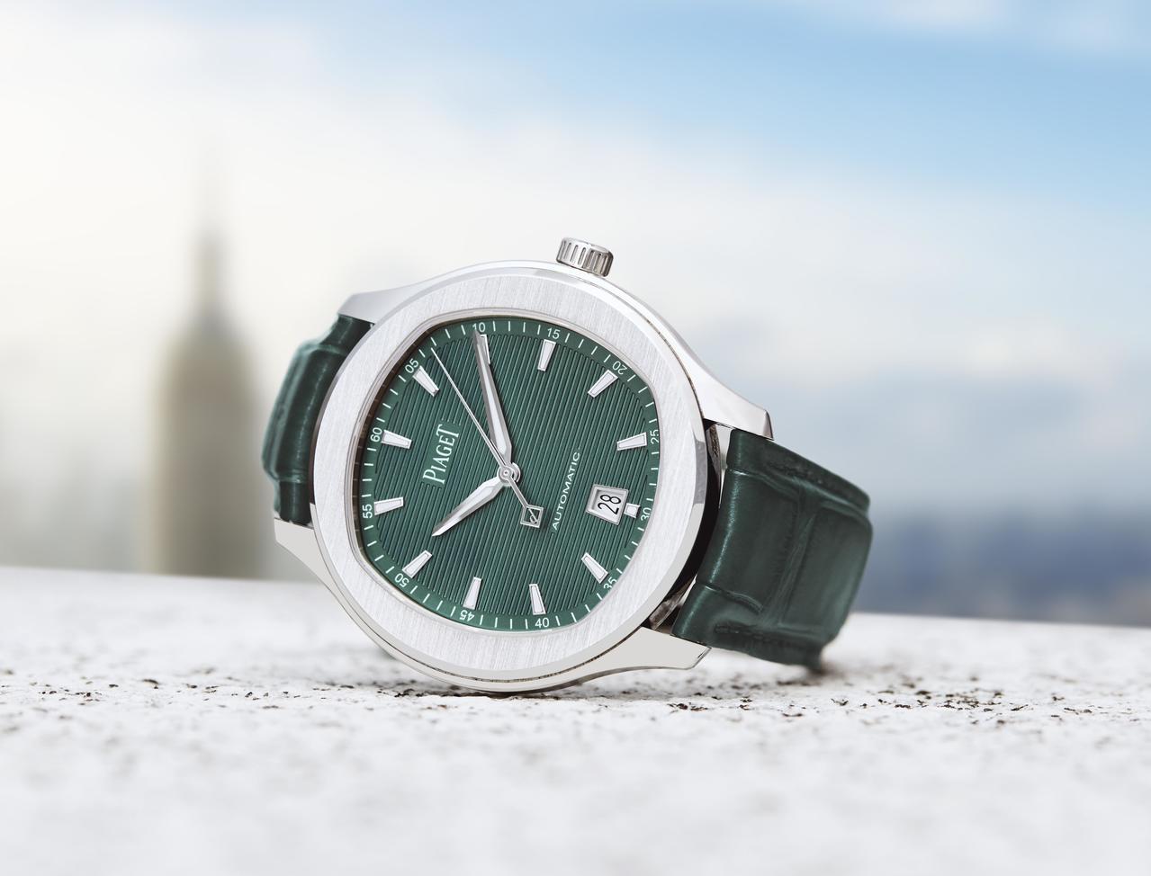 伯爵Polo系列孔雀綠表盤精鋼自動上鍊腕表,29萬6,000元。圖/伯爵提供