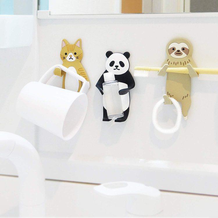 台隆手創館獨家推出的小動物造型黏貼式掛勾,每款售價380元。圖/台隆手創館提供
