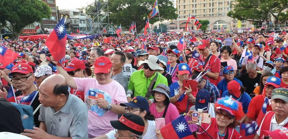 主辦單位喊出,興仁公園已經突破3萬人。記者鄭國樑/攝影