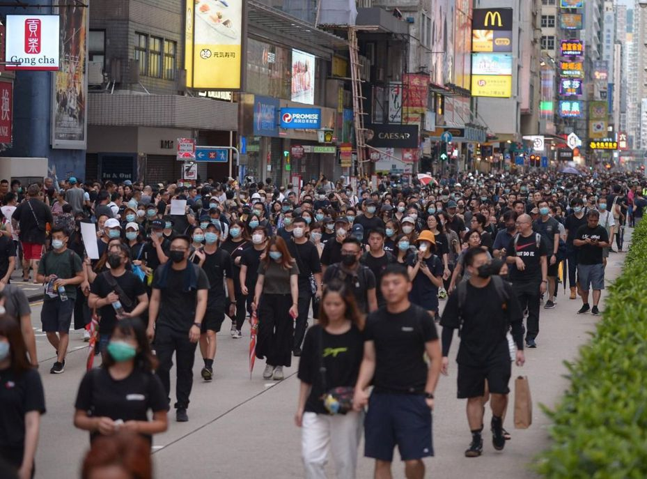 主辦單位表示,有12萬人參與遊行。圖:星島日報網站