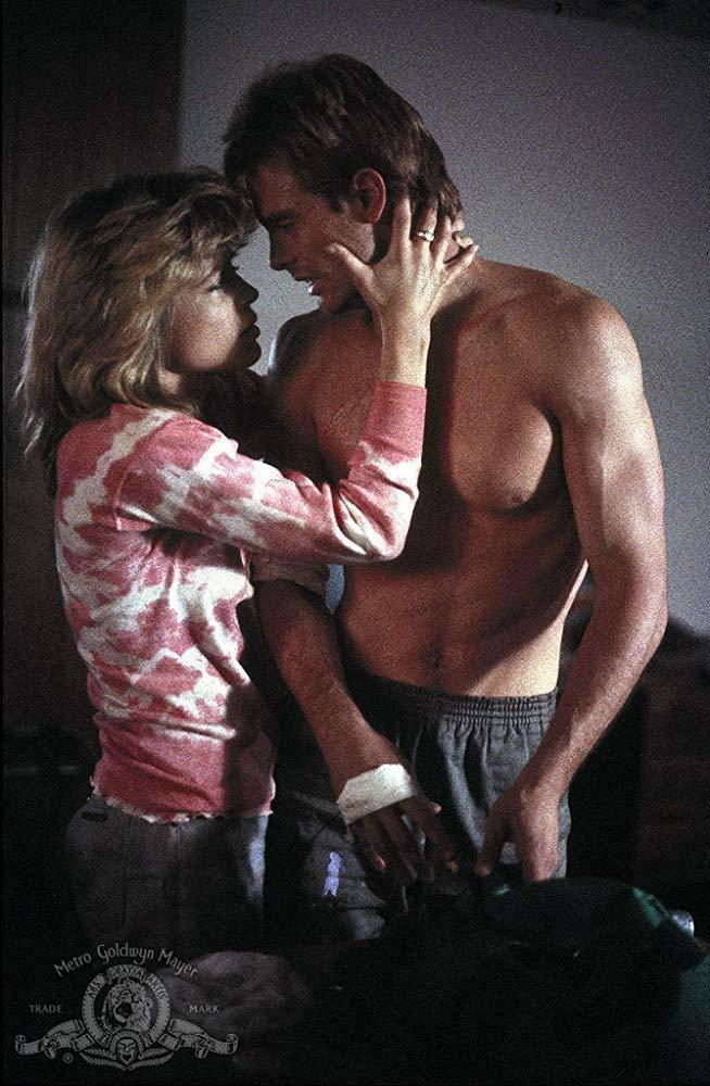 麥可賓恩與琳達漢彌爾頓在「魔鬼終結者」的感情戲頗令觀眾動容。圖/摘自imdb