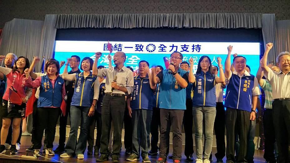 韓國瑜晚上到中壢海豐餐廳,和400多名黨員見面。記者曾增勳/攝影