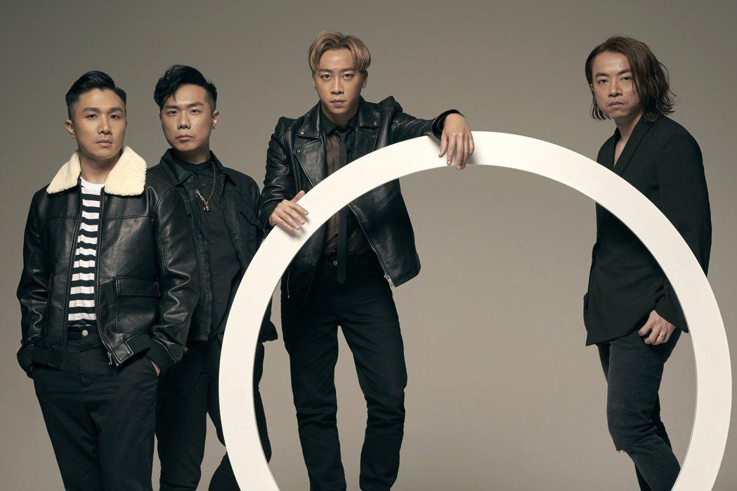 香港樂團Supper Monent,鼓手阿達(左起)、貝斯手CK、主唱兼吉他手S