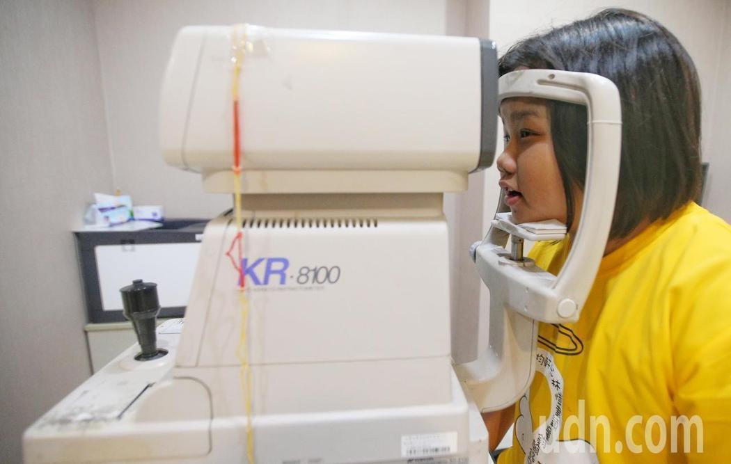 散瞳驗光必須由眼科醫師執行,72處偏鄉卻連一位眼科醫師都沒有。記者陳正興/攝影