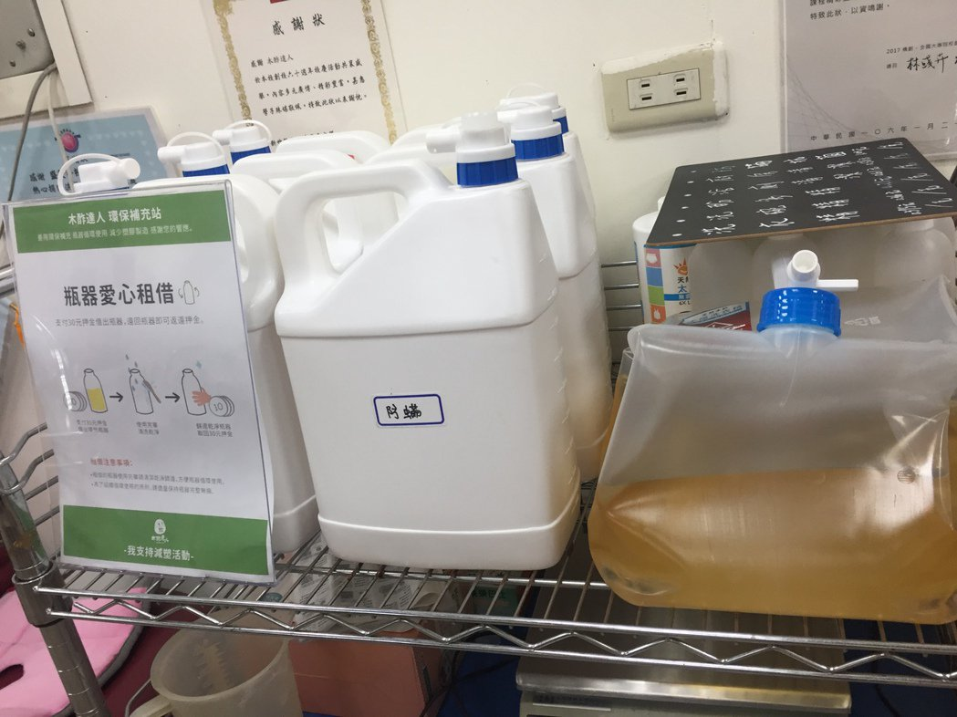 大包裝的木酢液清潔品,適合團體共購。 圖╱朱慧芳