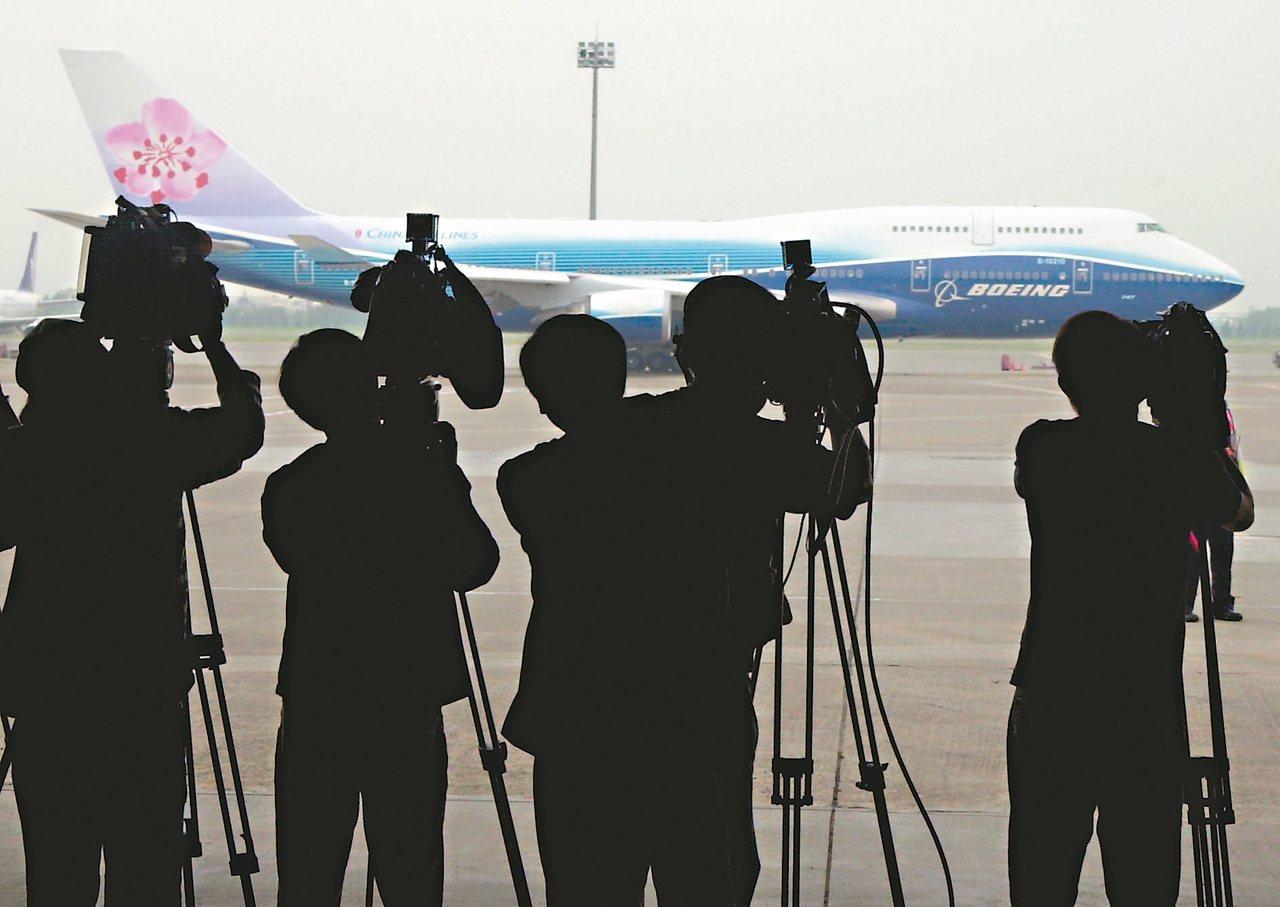 對記者而言,跟著總統出訪海外的隨行採訪,或許外界覺得很風光,事實上,卻是一門苦差...