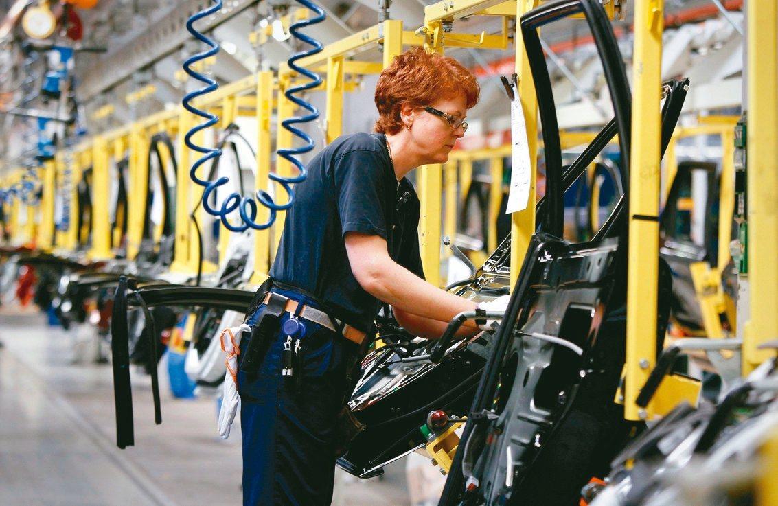 北歐已不流行長工時的企業文化。圖為瑞典Volvo汽車公司位在哥特堡的工廠。 路透