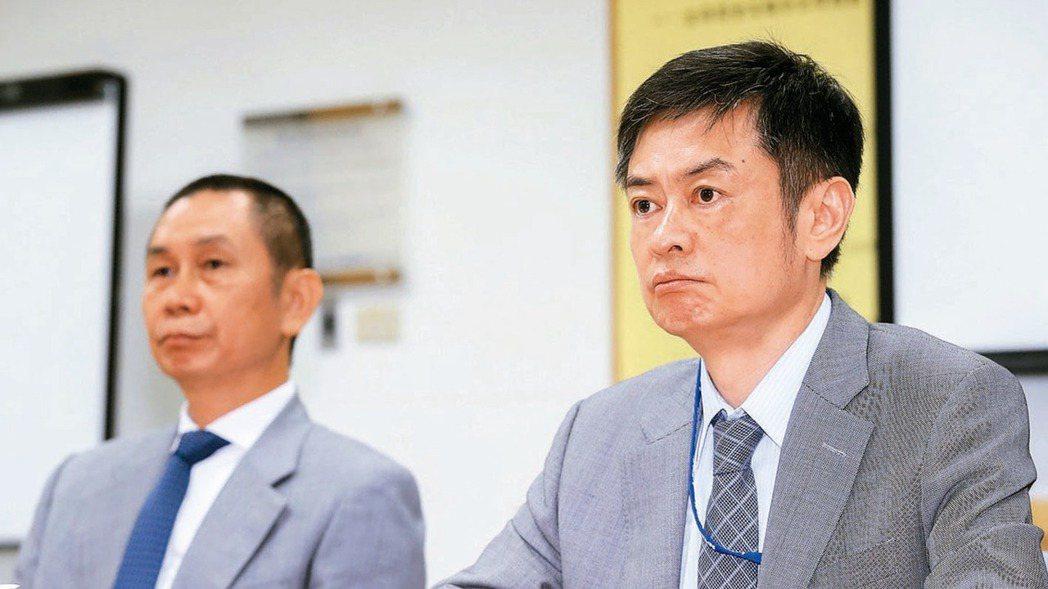 大立光董事長林恩舟(左)與執行長林恩平(右)。 報系資料照