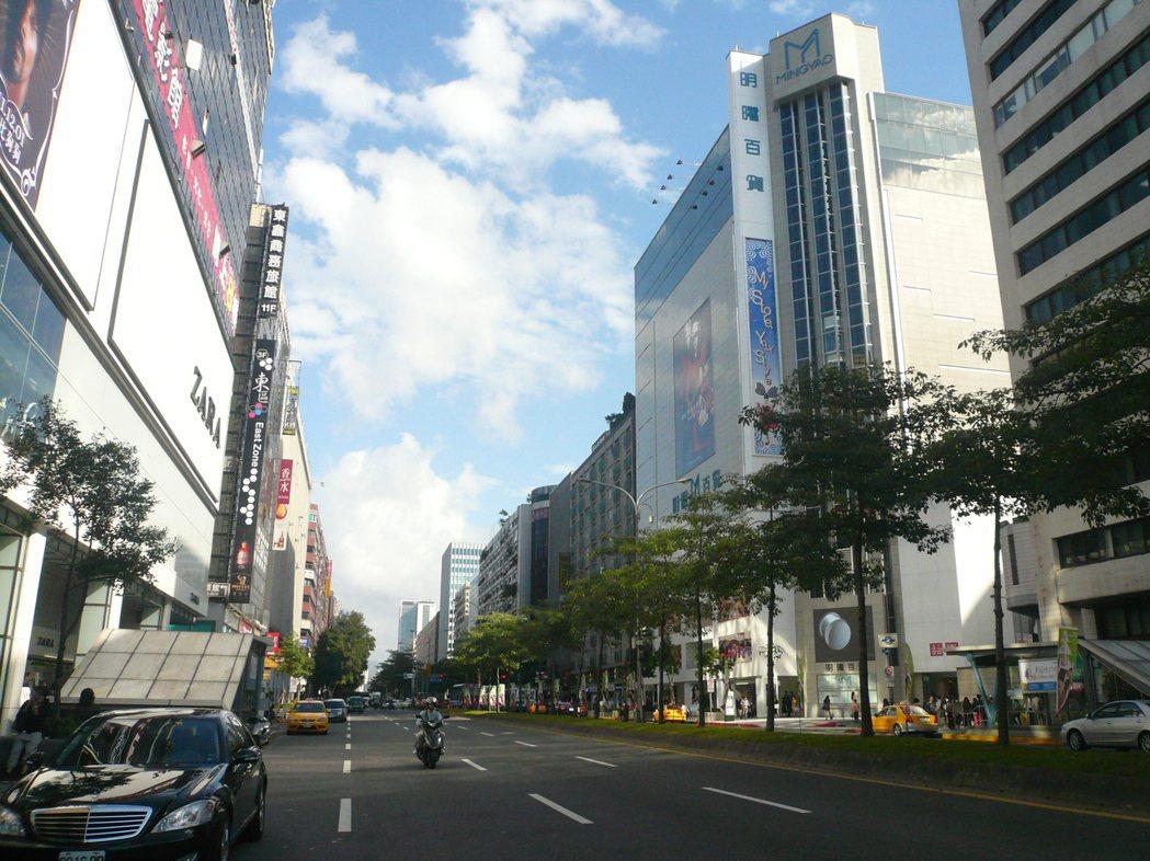 北市東區商圈因逛街人潮減少,租金過高,近年出現店面出走潮。圖/聯合報系資料照片