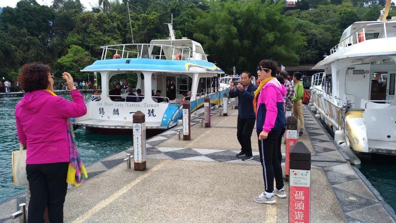 中國大陸47個省市8月1日起停發赴台自由行通行證,且將進一步限縮團體旅客。本報資...