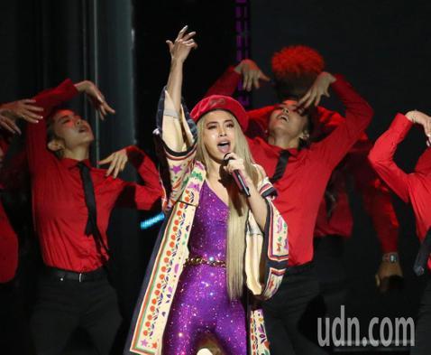 蔡依林(Jolin)今年以「Ugly Beauty」專輯奪得第30屆金曲獎年度專輯、歌曲2項大獎,時逢出道20周年,先前數度許願要辦演唱會,有傳言指出她的新巡演將於年底在台北小巨蛋登場,預計會從20...