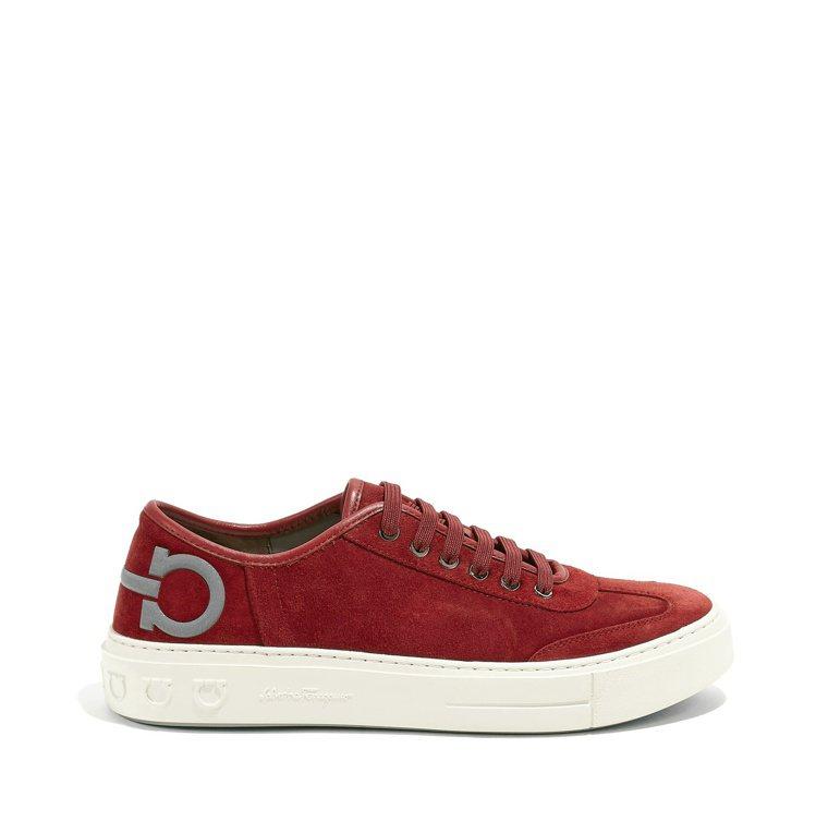 BORG系列紅色麂皮休閒鞋,23,900元。圖/Salvatore Ferrag...