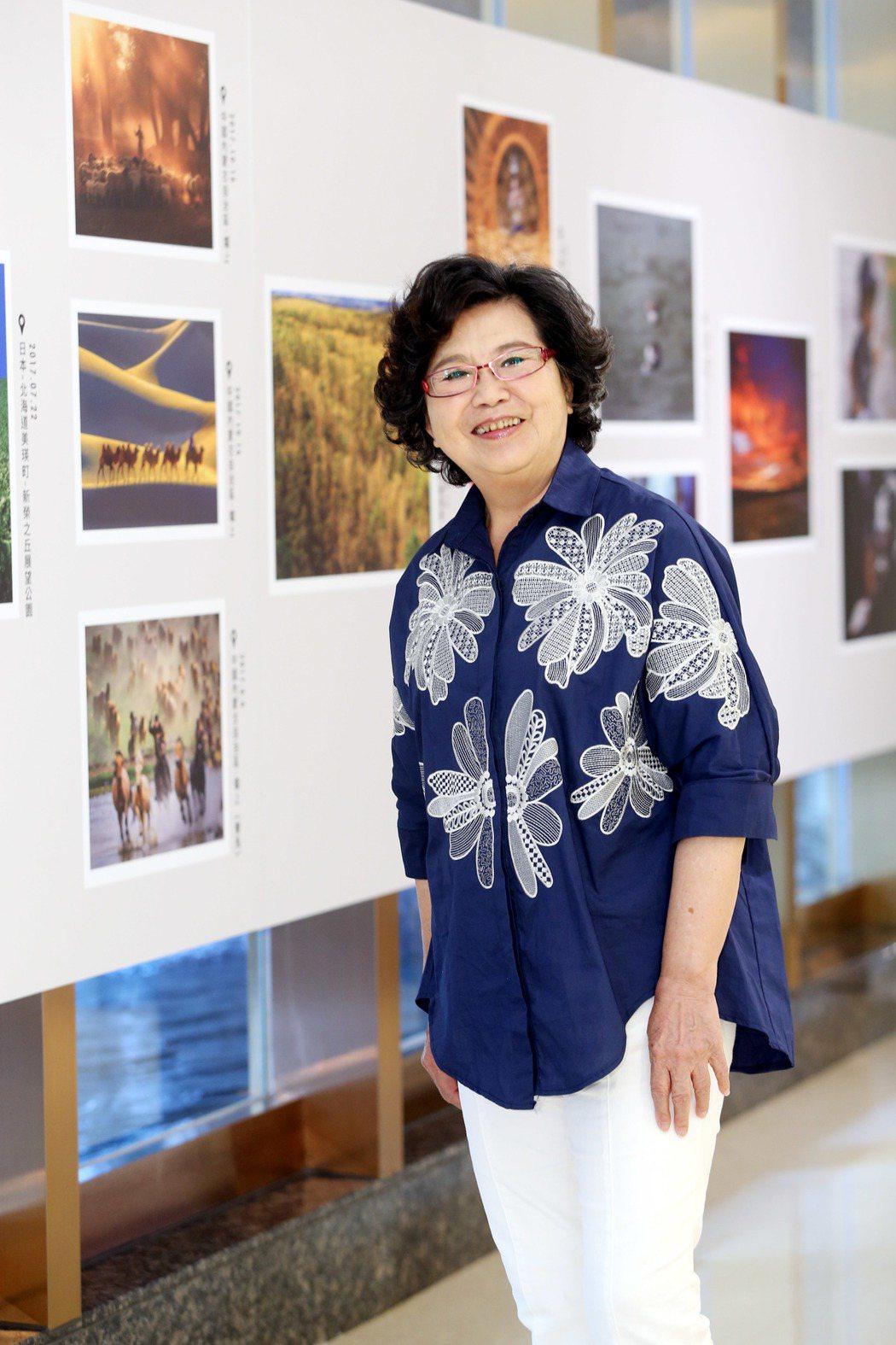 王滿嬌在八大電視台一樓大廳舉行個人攝影展。記者邱德祥/攝影