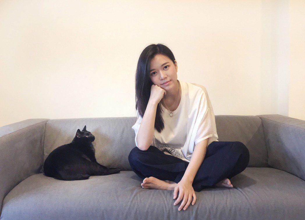 郭修彧領養了患有先天眼疾的黑貓。圖/妮樂佛提供