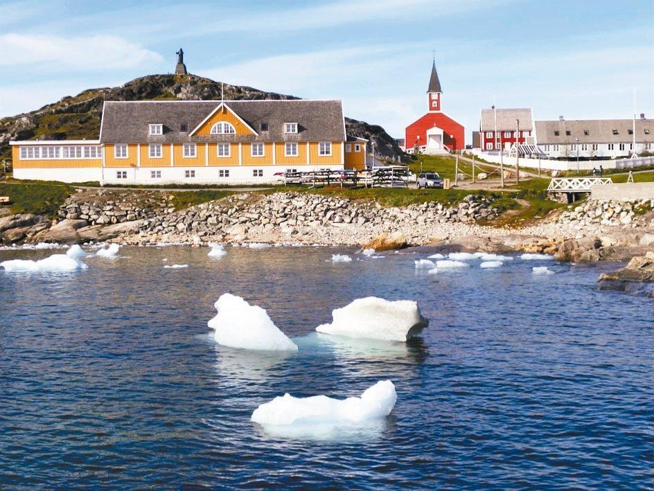 全球暖化,格林蘭冰蓋迅速消融,浮冰在首都努克一條河上載浮載沉。 美聯社