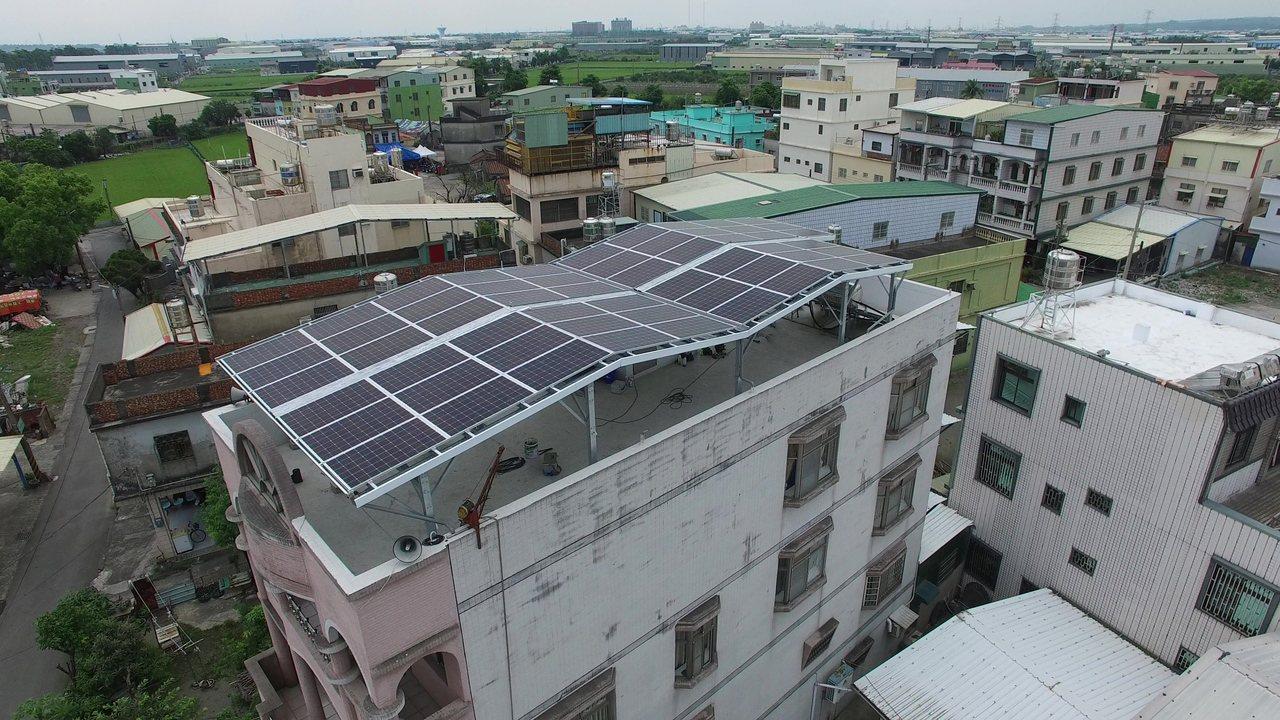 高雄市政府改善空汙,推展綠能建設,進階啟動108年到111年「創能經濟.光電計畫...