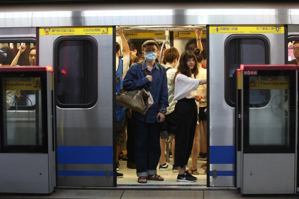 環保署最新研究,捷運竟然位居六大交通方式PM2.5濃度暴露之首。記者葉信菉/攝影