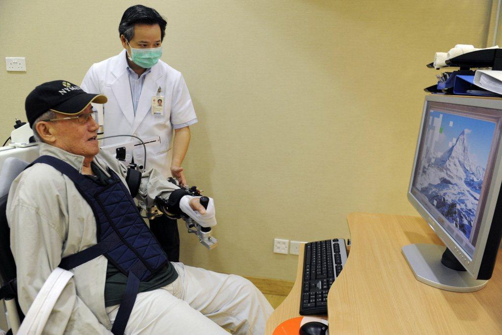 美國外科醫學會訂定了30個高齡病人手術標準規範。(法新社)