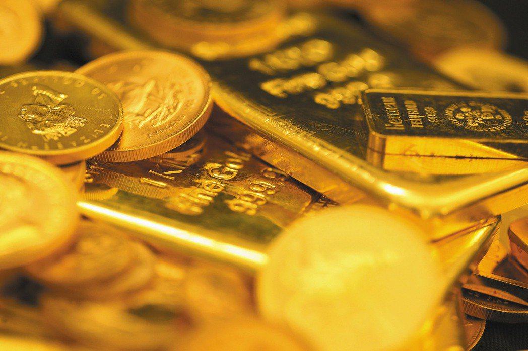 路透援引消息人士透露,大陸自今年以來一直嚴格限制黃金進口,上半年減少進口的金額估...