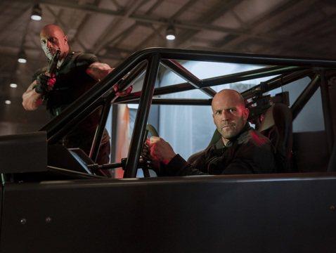 環球出品的「玩命關頭:特別行動」(Fast & Furious Presents: Hobbs& Shaw)北美票房跑第一,在4253家戲院海撈6080萬美元(約新台幣19.2億元)...