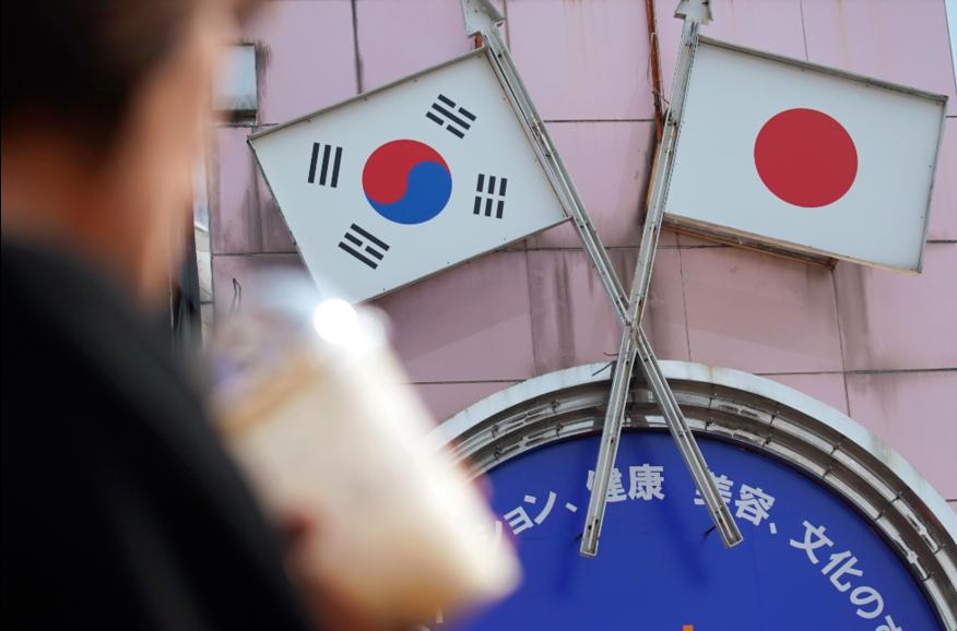 日本、南韓因為前徵用工爭議交惡,貿易戰火持續升溫。 美聯社