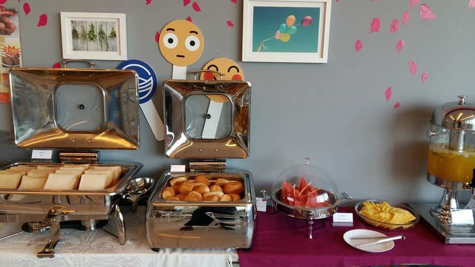 BayView Hotel將提供房客簡單的「歐陸式早餐」與加價下午茶,可邊吃邊晀...