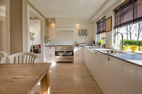 規劃老後的家,建議以「水區」為核心,廚房、浴廁的管線配置底定後,盡量不要大改,讓...