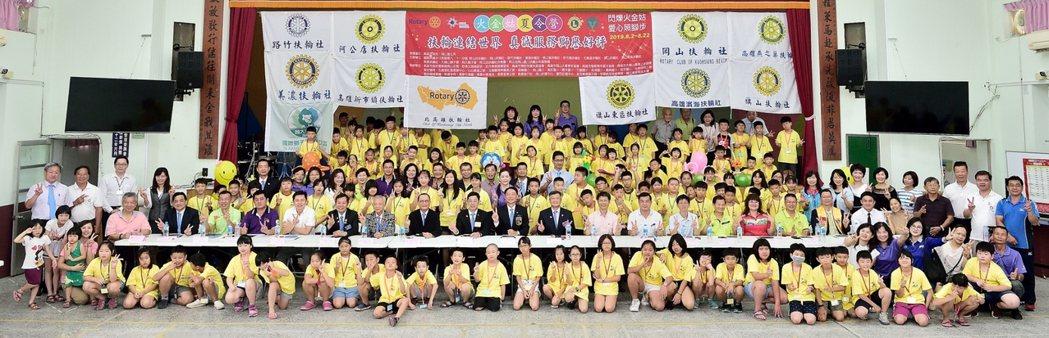 阿公店扶輪社主辦的第八屆「火金姑夏令營」,有120位岡山區國小孩童參加。 攝影/...