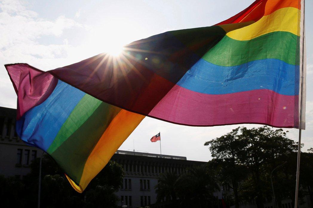 立法院於2019年5月17日通過《司法院釋字第748號解釋施行法》,允許同性別二...