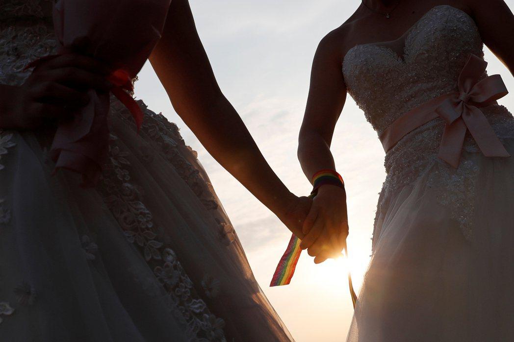 同婚過關之後,跨國同性伴侶的權益,仍有賴政府積極提出對策。 圖/路透社