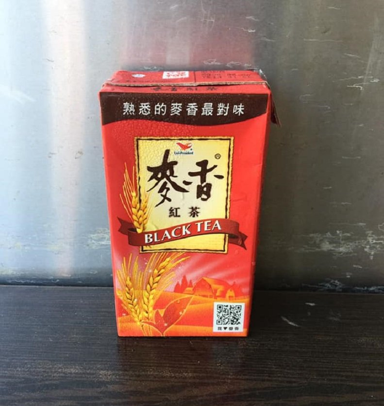 日前一名男子在網路上PO文表示,他從7歲就開始每天一罐麥香紅茶,直到目前為止已花...