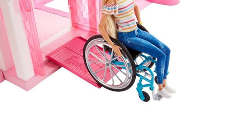 行動不便輪椅芭比。翻攝自日本玩具反斗城官網