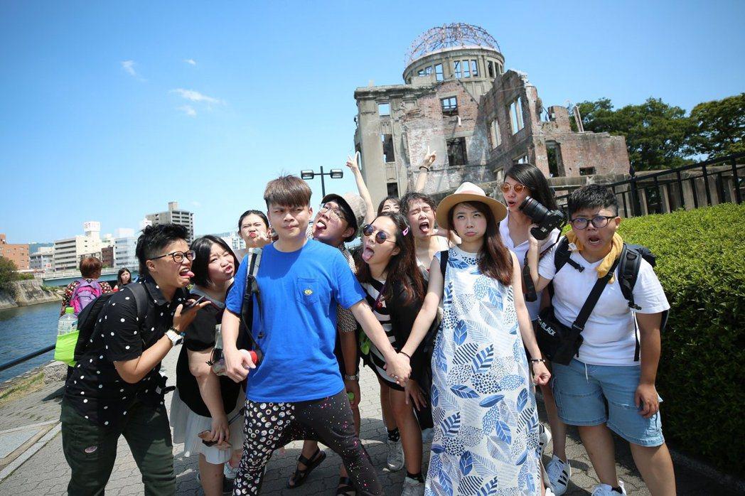 蔡阿嘎帶員工到廣島旅遊。 圖/擷自蔡阿嘎臉書