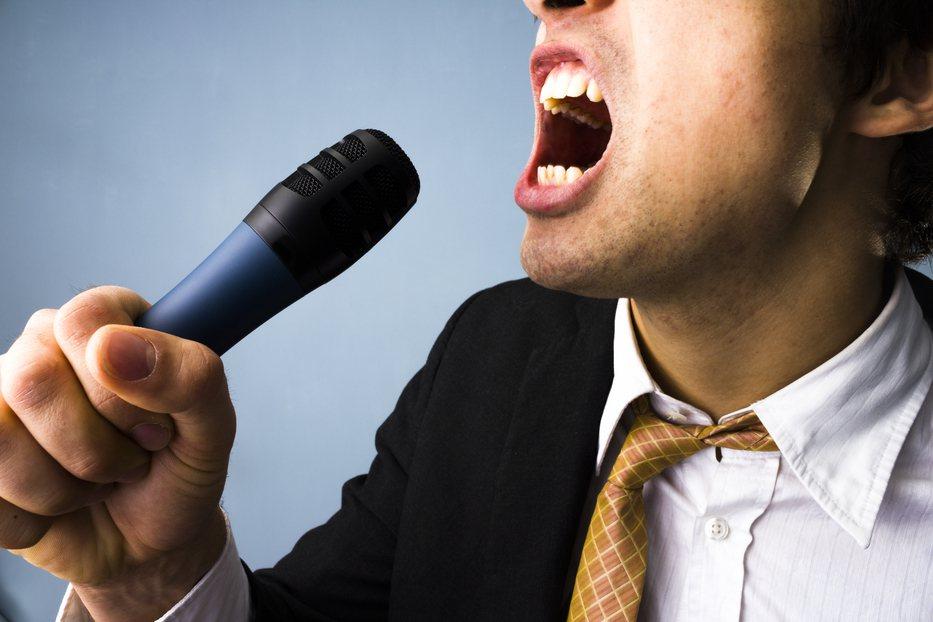 一名合唱團男高音因一年無法唱出高音就診,醫生檢查後發現竟是肺腺癌末期。示意圖/i...