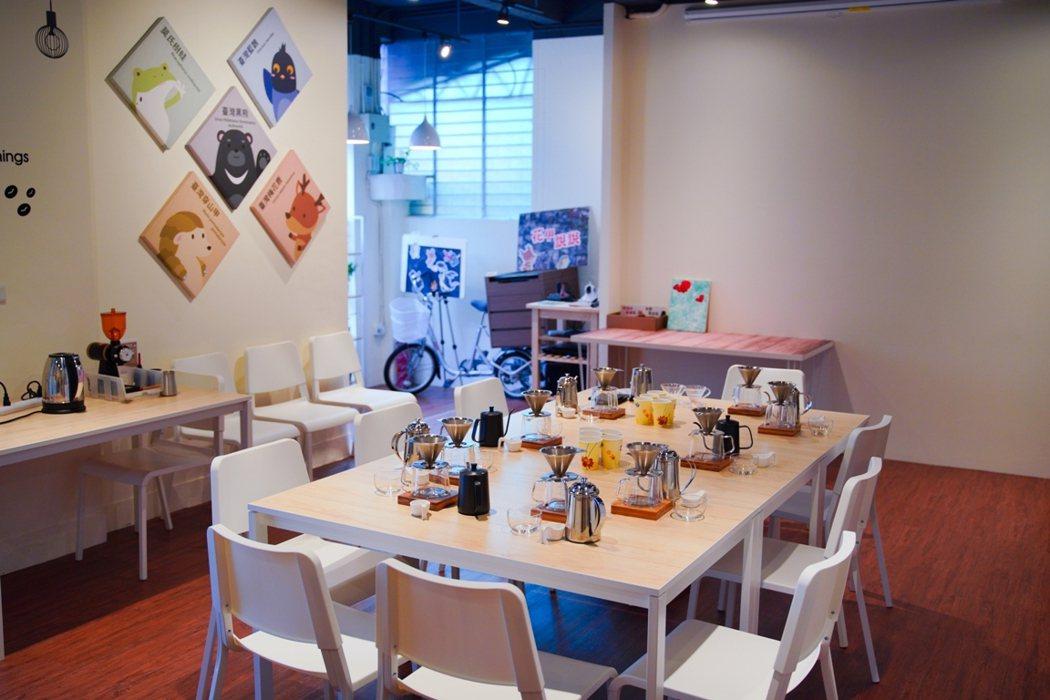 職人淬不僅是咖啡廳,更是中高齡職務再設計的生活空間。 圖/李瑞彥攝